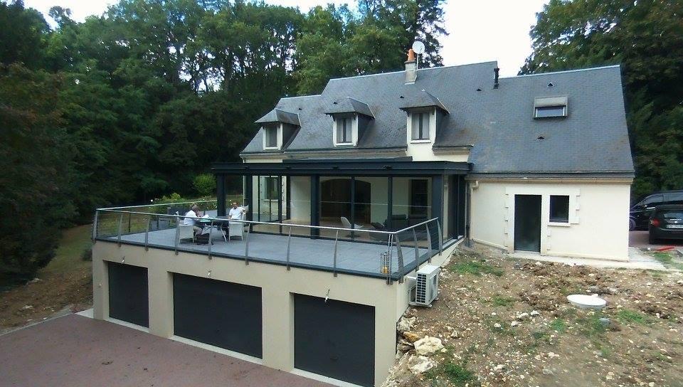 Réalisation d'un garage avec terrasse et véranda à la Membrolle
